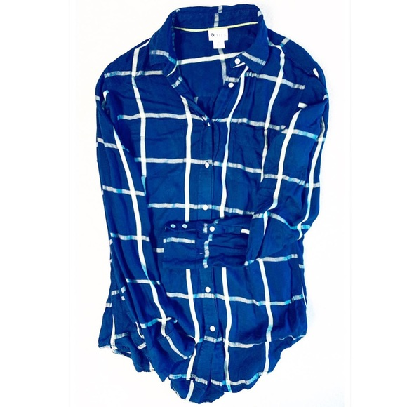 STYLUS Tops - Navy button down perfect Fall shirt size small